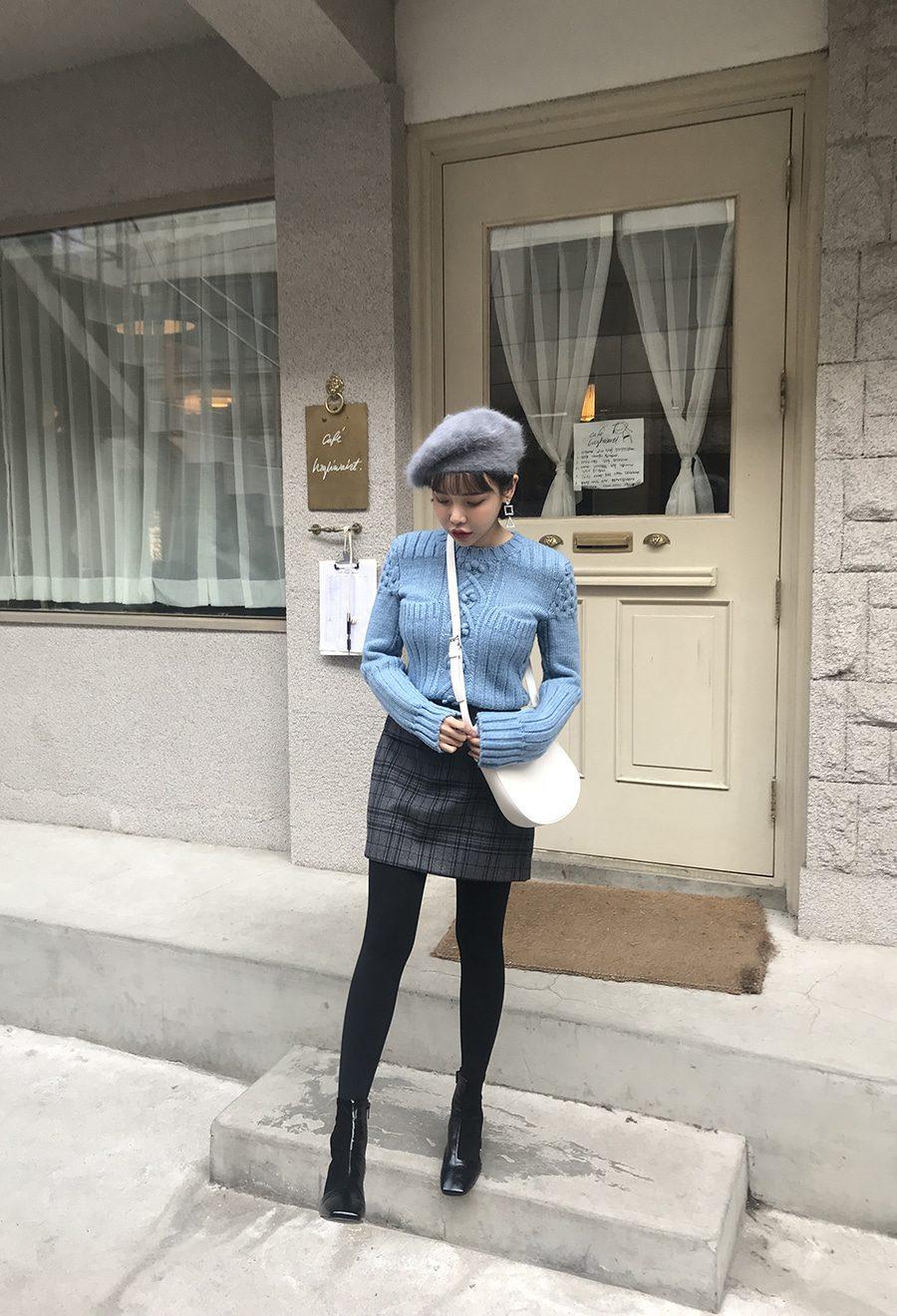 寒冷的冬天,穿毛衣也要美美的!怕冷的女孩可以加上褲襪!
