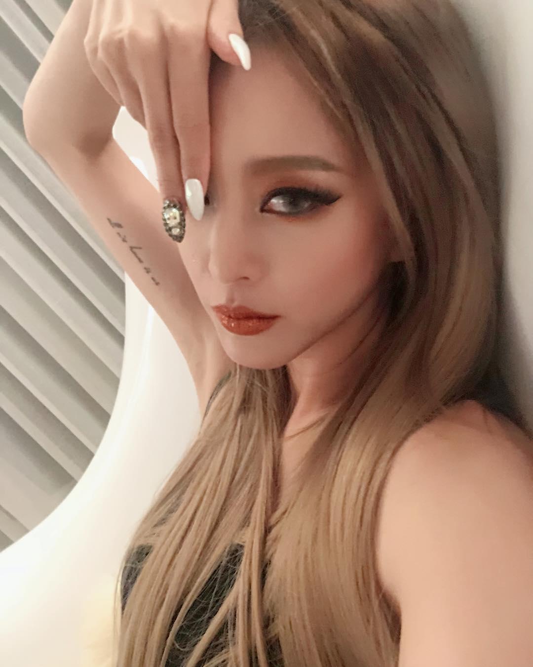 #韓藝瑟 演員韓藝瑟則是以「金屬南瓜色」來展現她的萬聖節裝扮,在萬聖節要參加派對的女孩們,可以跟上韓藝瑟的妝容!