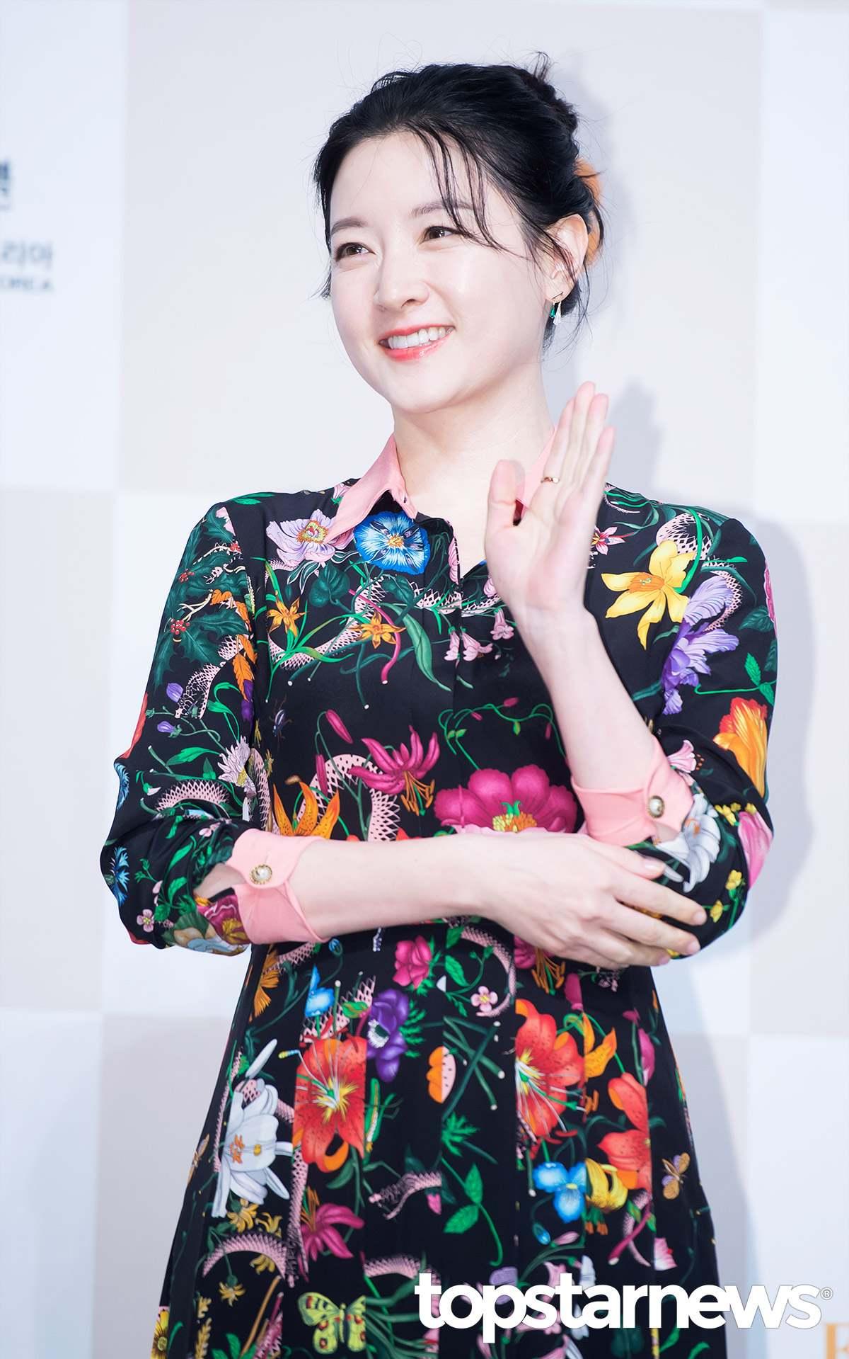 還有網友留言「就是因為有這種瘋子,李英愛在日本節目受訪時才會被問有沒有整過形,實在很丟臉」指認姜漢娜過度誇大,把韓國人的臉都丟光。