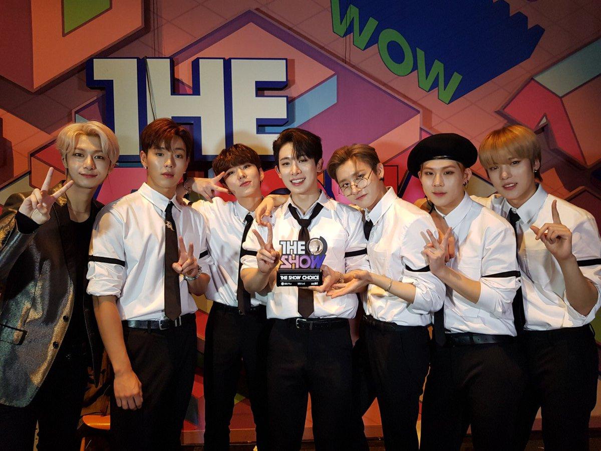 才剛結束世界巡迴回到韓國就以正規二輯回歸歌壇的 MONSTA X ,日前也以主打歌<SHOOT OUT>獲得音樂節目一位啦!