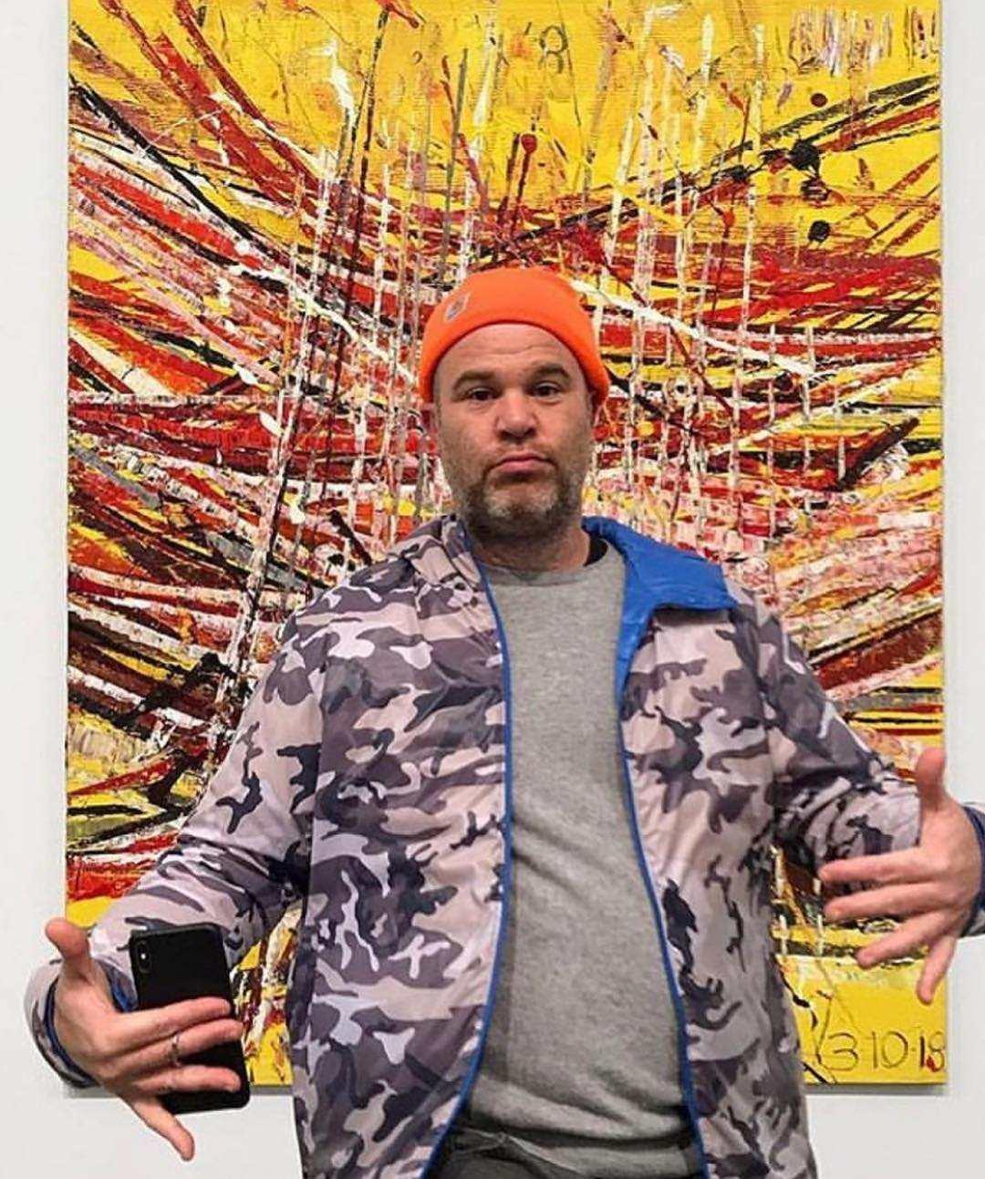 粉絲們都知道T.O.P是美術愛好者,IG上也常常跟大家分享自己喜歡的作品,而時隔這麼久沒更新,T.O.P最先更新的是藝術家好友Mark Grotjahn的畫作及大頭照,以行動支持好友開的畫展。