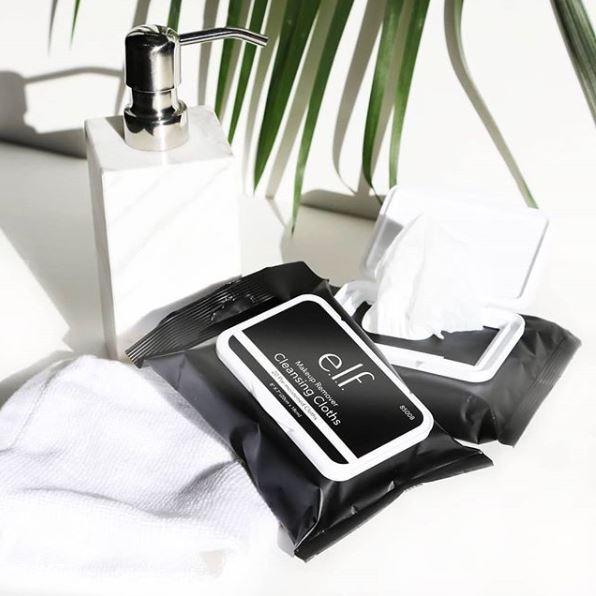 F. 卸妝紙巾   通常含有酒精、防腐劑   優:方便攜帶;缺:肌膚傷害較大   適合:出門在外者,不建議長期使用 ( 乾肌、敏感肌盡量避免 )   方法:取出紙巾後,在臉上畫圈擦拭卸除彩妝。