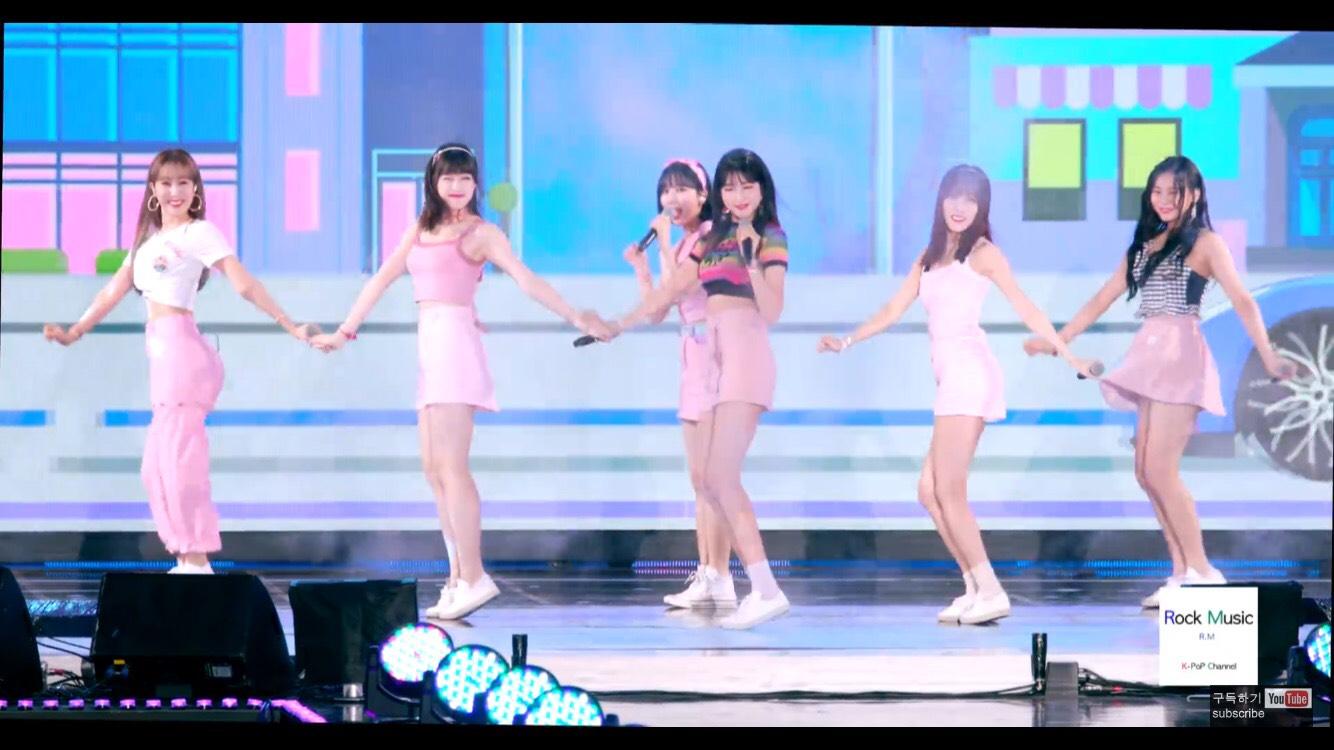 在一次公演表演《Sunny Summer》時,我們Yerin不小心踩到SinB了呀~