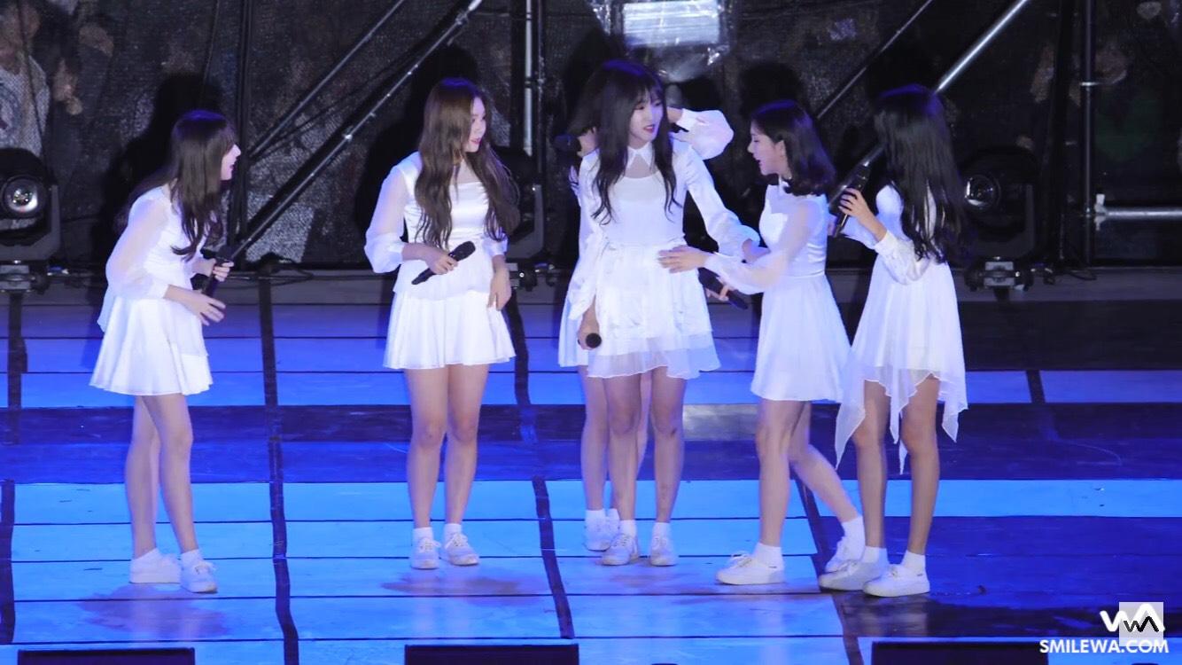 當時的成員們都嚇到了!但在歌曲結束後的Talking成員們都馬上來關心EunHa~