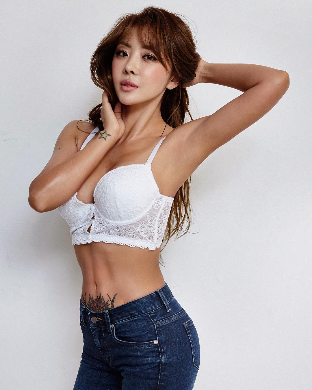 brown eyed girls的成員narsha在JTBC《與肥胖的戰爭-愉快的減肥生活》中通過挑戰49天的減肥,獲得了緊緻完美的身材,原本以豐腴身材出名的她,通過減肥成為健康美和性感美的標誌。 本文翻譯自ALLETS