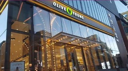 韓國的olive young是CJ旗下的美妝店,所以如果是在韓國常住的留學生可以考慮辦一張CJ one卡,累積點數之後在CJ旗下的通路商都可以使用,非常經濟又實惠。
