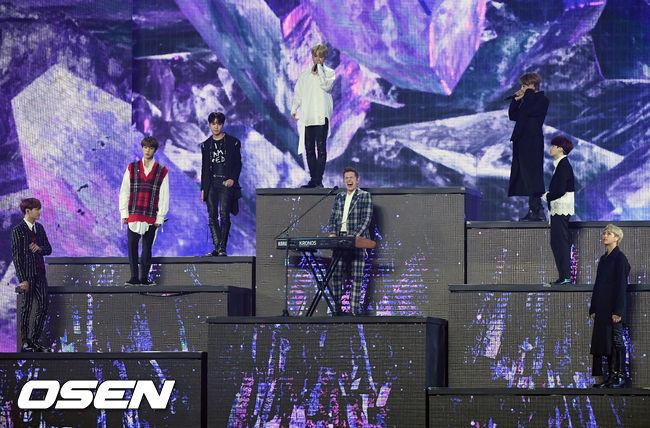 查理·普斯也和BTS一起演唱了<FAKE LOVE>,雖然現場成員的聲音狀況有些不佳,但還是不掩這組歷代級的耀眼舞台阿!