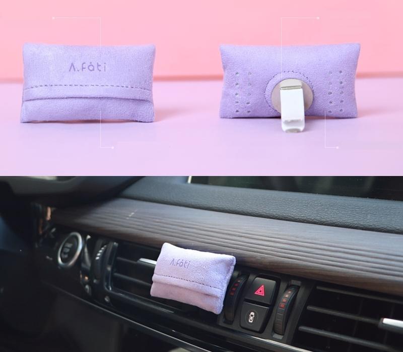 而這個薰香包後面附有磁石,不只用在車內,也可以放在冰箱、鞋櫃、衣櫃或是床邊,放在有空調或是風扇的空間更能讓整個空間充滿香氣。高級絨面氣墊設計不只充滿設計感,不會破壞整體空間的協調度,還能讓香氣擴散得更遠更持久。是說女神覺得這個香味很適合放在床頭,光聞味道就覺得很療癒很舒服,是個很助眠紓壓的味道喔XD