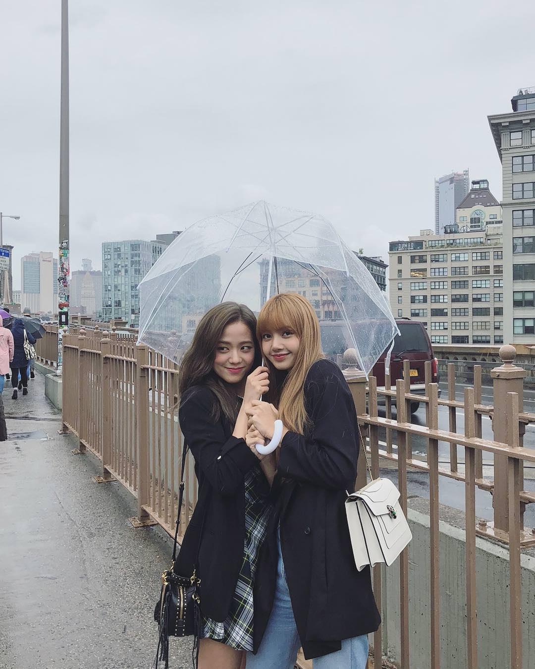 無論是在節目上或是在各個場合,Lisa與Jisoo的好感情是眾所皆知的呦!