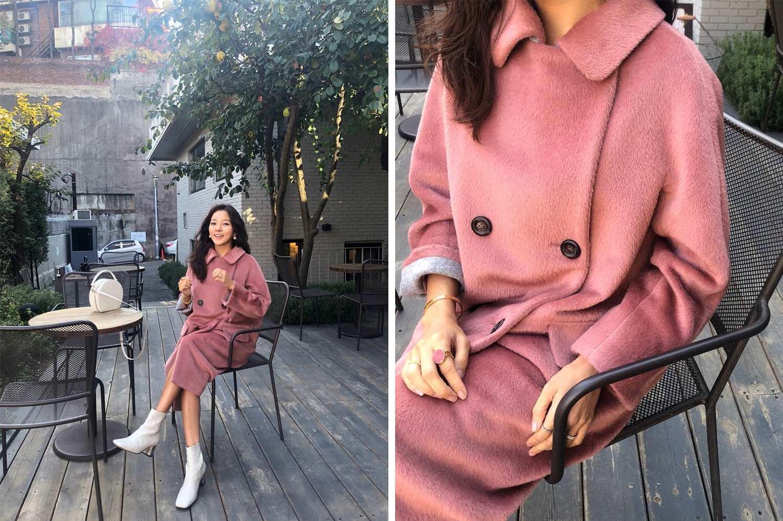 擁有可愛外貌和感性造型, 姜英珠(@yjkang34)和女性時尚品牌'S SOLEZIA攜手,展示了浪漫的粉色大衣,不會太過顯眼的復古色,大鈕釦和小圓領顯得年輕而獨特,與世界級的的義大利布藝館fabrichouse合作100%的羊毛材質高級情調大衣,扣上鈕釦後,搭配白色短靴,馬上年輕五歲。