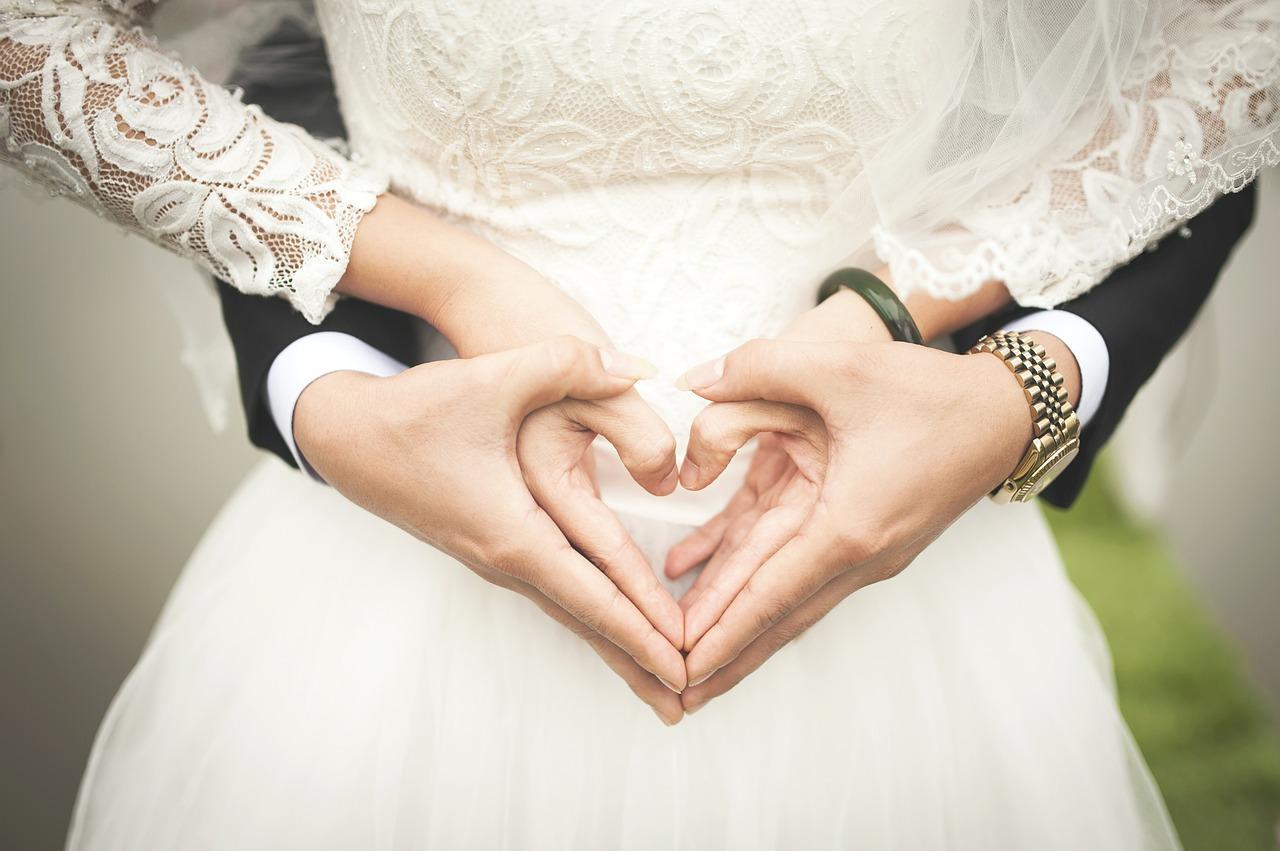 大部分兼職都會有煩躁的時候,沒想到竟然也會有每小時令人感動流淚的工作,那就是「婚禮助手」了。婚助從新郎、新娘入場到主持等都會進行輔助,讓整個婚禮可以順利進行。
