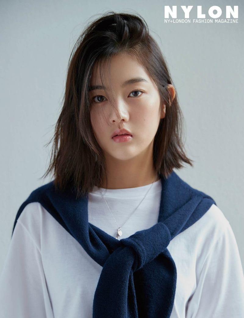 6.Shin, Eun Soo 신은수 最後是年僅16歲的신은수~年紀輕輕卻很有氣場呢~ 在《藍色海洋的傳說》中飾演人魚的少女時期讓觀眾印象很深刻~完全不亞於前輩全智賢的美貌~