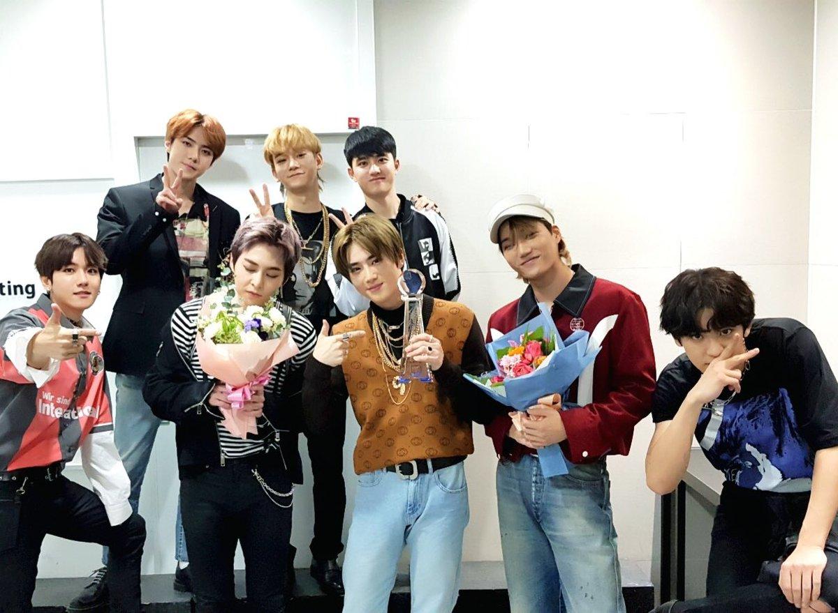 公開音源隨即登上音源榜第一,11月9號 EXO 也以主打歌<Tempo>獲得音樂節目《Music Bank》一位,也是本次專輯首個一位