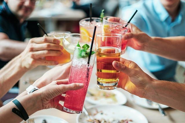 為了避免外部因素干擾荷爾蒙的變化, 試驗開始前兩周禁止食用酒、尼古丁、咖啡因等。