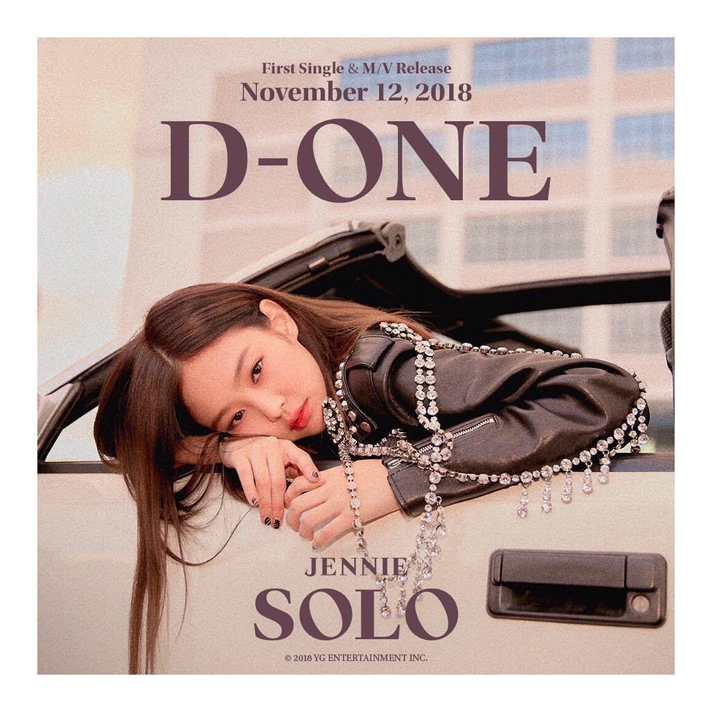 而Jennie的個人出道單曲<SOLO>也在今天(12日)正式發行了,稍早也進行了發售的紀念記者會,記者會上Jennie被問到YG社長有沒有給她什麼建議,Jennie回答:「社長每天都會發簡訊給我,甚至連衣服都很費心。」