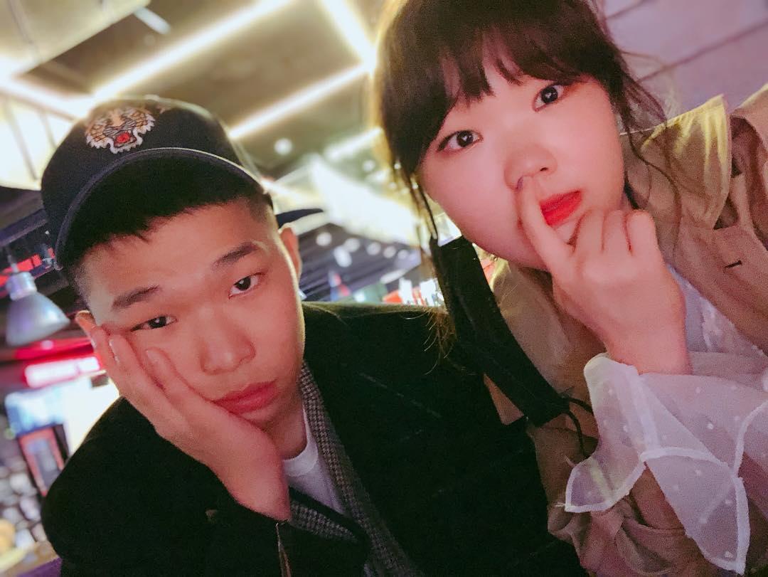 樂童音樂家雖然哥哥李燦赫在2017年選擇先入伍服兵役,還是可以在妹妹李秀賢的SNS看到哥哥的影子。