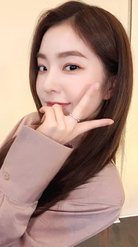 臉蛋天才Irene的美貌本來就已經無庸置疑,在之前也曾被其他整形醫師認證為完美比例,現在 Irene還成為現在整形的範本,大家都點名要跟 Irene一樣有細長的眼睛了啦!