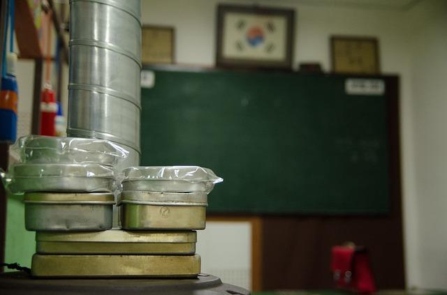 上學的時候最期待的就是午餐時間了!(嗯不是放學嗎?) 韓國學生吃午餐的時候跟台灣有點不一樣, 那就是他們沒有自備餐具的習慣。