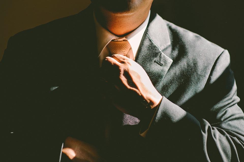 3. 平日也講究名譽和禮儀的男人 平時越是注重名譽、禮儀和道理的男人,越容易把花花公子視爲「惡行」,讓這種行為疏遠自己。這樣的男人對「對和錯」的基準也很明確。