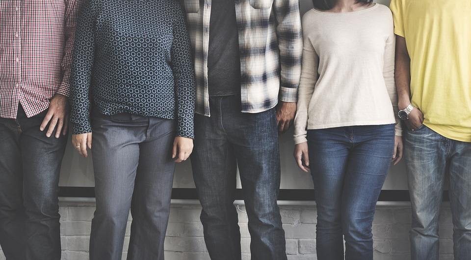 5. 周邊異性朋友很少的男人 越是不以女生朋友的名義精心照顧周圍女性或見面聯繫的男人,越有可能更加集中於自己的女朋友。「男女之間可以成爲朋友、不能成為朋友」的爭論一直不斷。但只有異性朋友少,才能減少產生劈腿的機率。