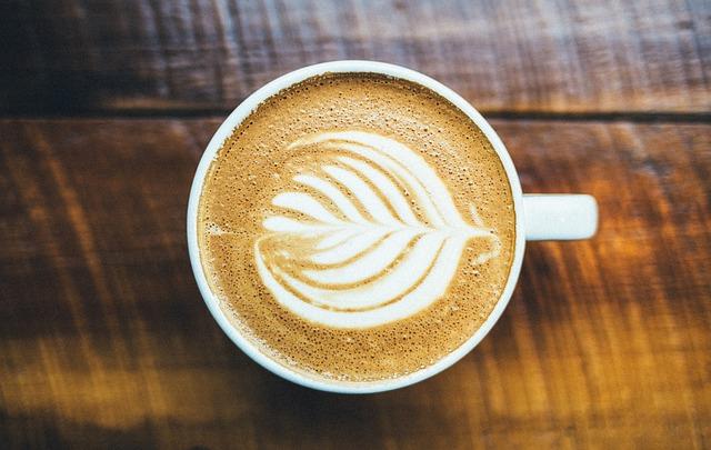 星巴克及A Twosome Place等咖啡連鎖店對牛奶的供貨價上漲正進行檢討,均表示不希望因牛乳的上漲而將成本轉嫁於消費者。A Twosome Place有關人士透露:「內部正就賣場的牛奶供貨價進行討論,但如鮮奶咖啡等需牛奶配製的飲品售價並沒有上調。」