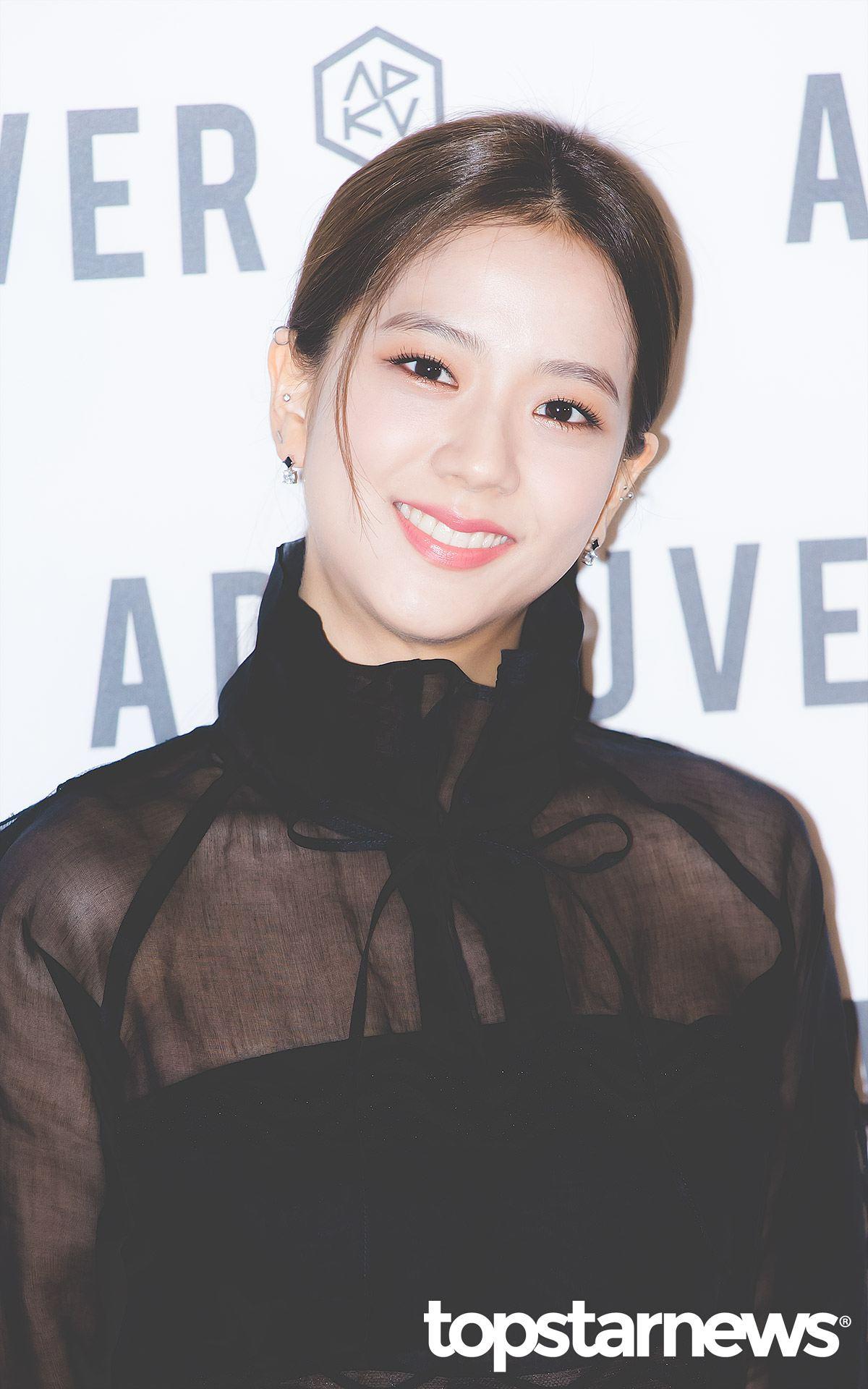 # BLACKPINK - Jisoo 明朗的笑容以及活潑的魅力獲得許多粉絲的喜愛,她的美貌可是在出道之前就引起關注的呢!