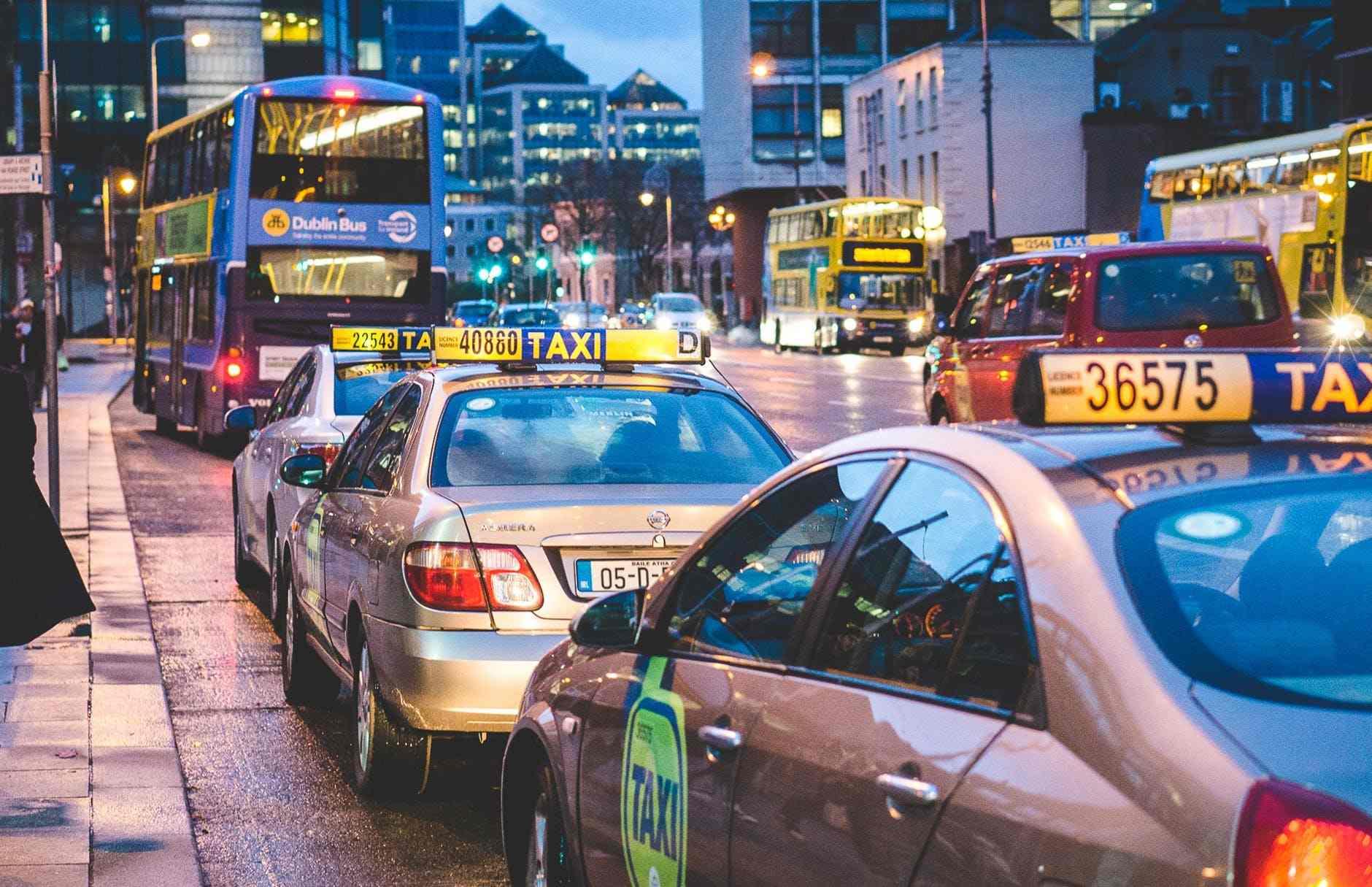 直至目前如果接獲計程車拒載舉報,雖然各區廳會實行第一次處分,但處理率只有11.8%(2015~2017平均),而且每區適用標準不同,公平性問題備受質疑。