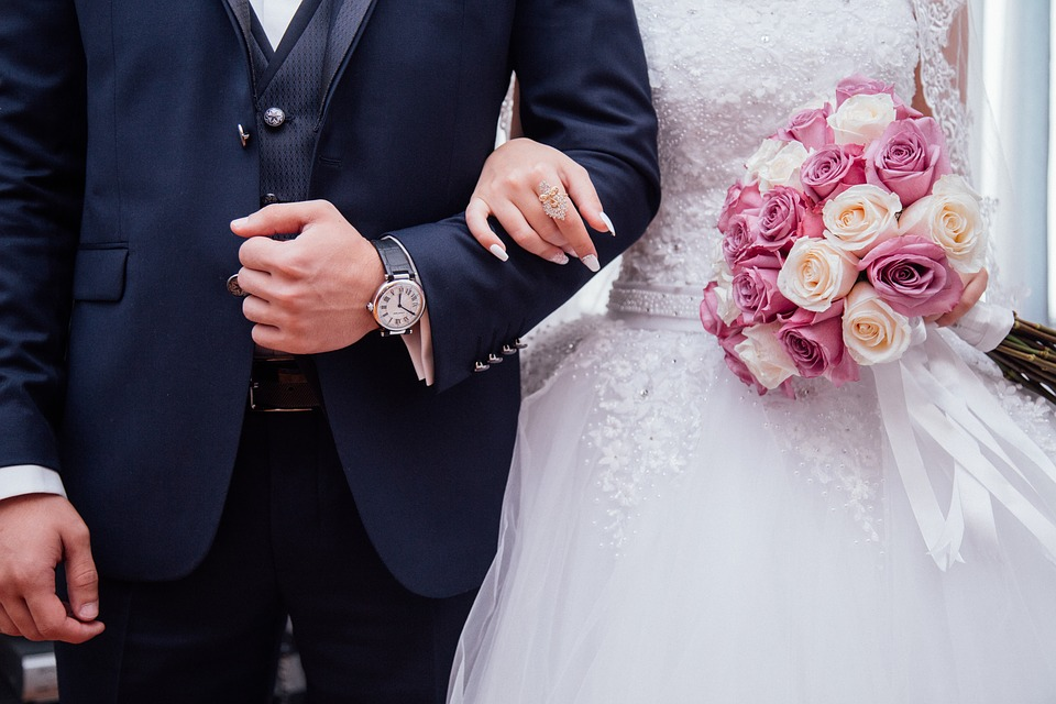 如果透過相親認識,最後還結了婚的話,該給介紹的朋友回禮多少錢才好呢?下面是一對透過朋友的介紹認識,明年即將結婚的20歲後半預備夫妻A某的故事。