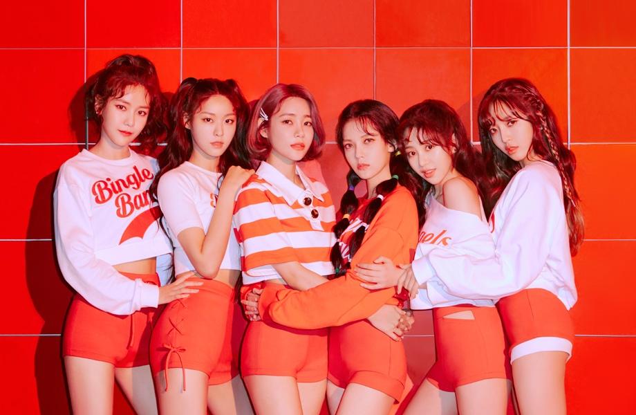 #AOA 性感代名詞的女團AOA擁有《短裙》、《Heart Attack》、《Like a Cat》到最新的《Bingle Bangle》等熱門歌曲,她們也是明年將面臨合約到期的團體。2012年8月出道以7人組合活動,2017年主唱草娥退出後繼續以6人組合活動,先前也有傳出雪炫和FNC娛樂續約,雖然公司已經否認,不管是雪炫還是AOA成員們未來的動向都備受關注。