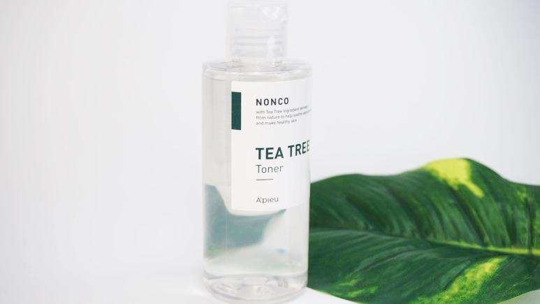 #A'PIEU 茶樹精華化妝水:洗後就直接按照正常的護膚保養程序就可以了。這款茶樹精華化妝水充滿的淡淡的茶樹精油香味,沾濕化妝棉輕輕順著肌膚紋理擦拭,就能輕柔整頓痘痘肌。