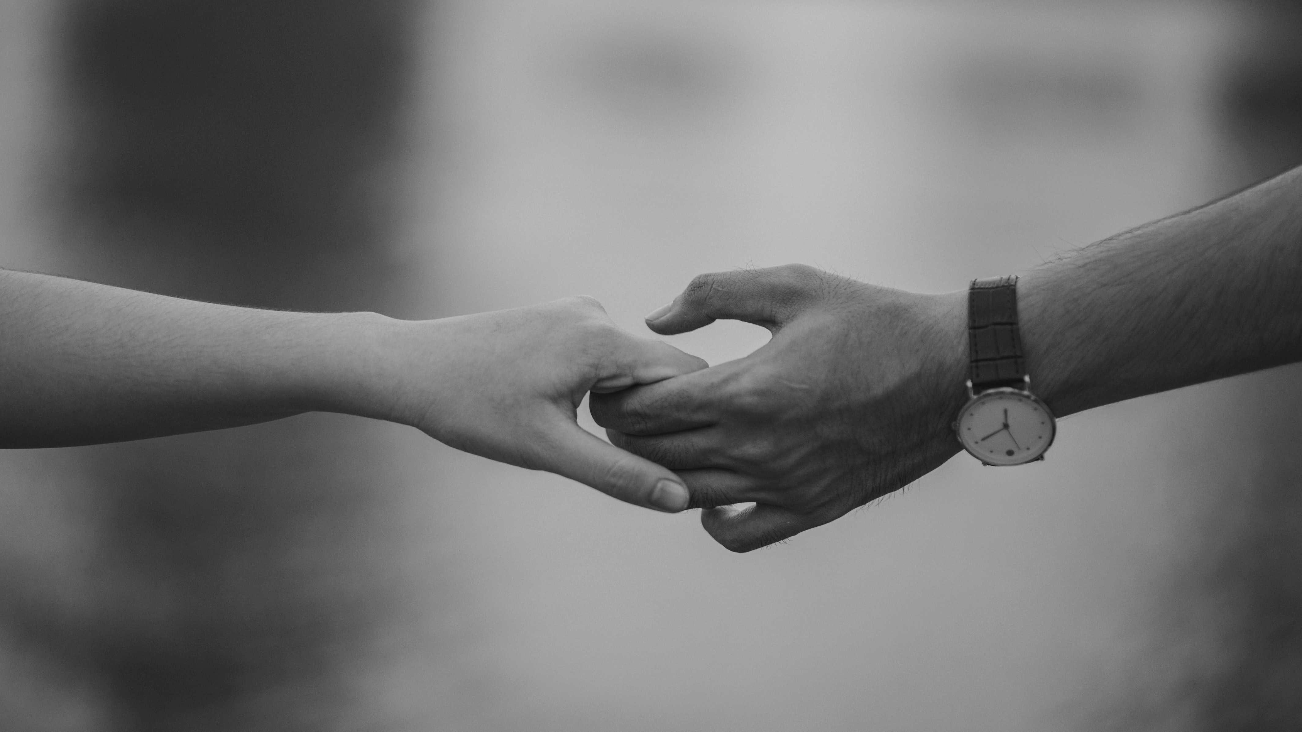 5.不要有留戀 「世界上不會再有比你更好的人了」在離別時,不要對仍對你有留戀的對方說出任何有希望的話。這種話對對方來說真的太痛苦了。