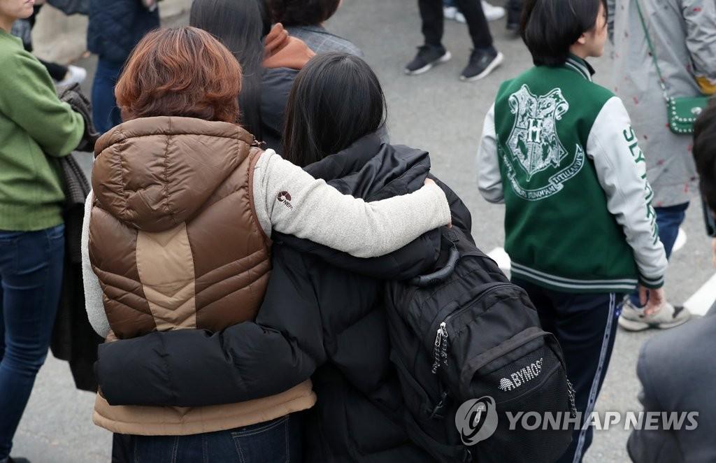 原PO表示真的很感動,「現在還在流眼淚,完全無法用言語表達。」 另外,「韓國2019年度的高考已於15日舉行完畢。各大學正在進行入學考試。」