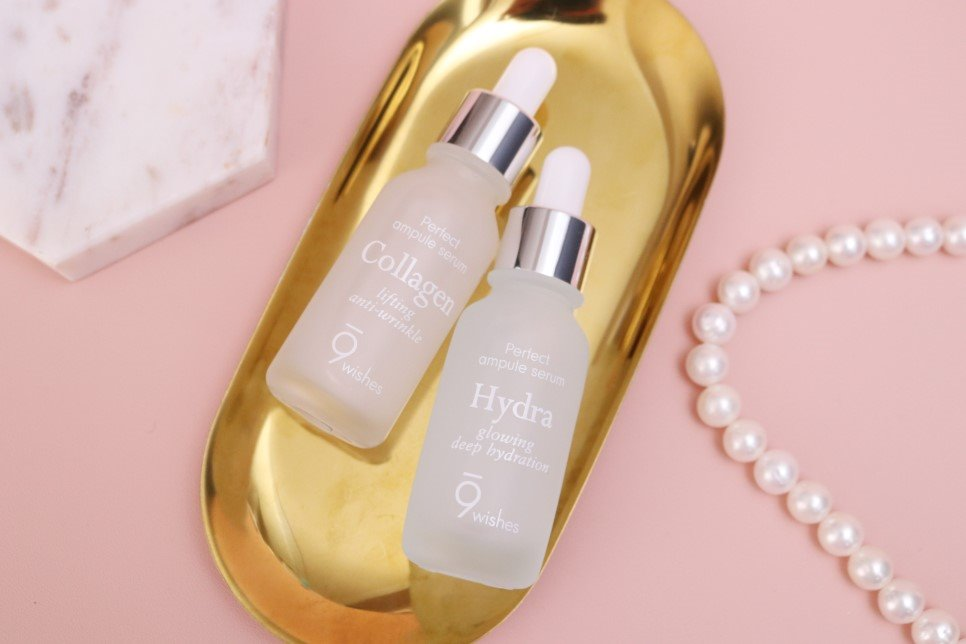 #9wishes Ultimate膠原蛋白&Hydra補水安瓶精華:而這2瓶安瓶被稱為淡化細紋安瓶及補水安瓶。淡化細紋的Ultimate膠原蛋白安瓶加入了42%深海水,使用後能提升肌膚保濕力、預防肌膚乾燥並供幾肌膚所需的營養。感覺這2瓶安瓶會是姊姊輩的女生的第一首選XD