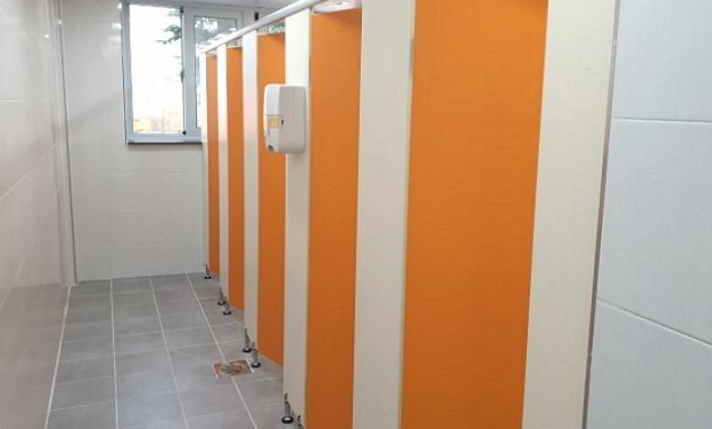 韓國《公廁相關法律》第7條公廁等建造基準第1項,明確規定「公廁在要區分男女廁的同時,還要確保女廁的馬桶數大於男廁的小便斗+馬桶數」,也就是說,男廁的小便斗+馬桶一共是10個的話,女廁也要對應或至少要有10個馬桶。