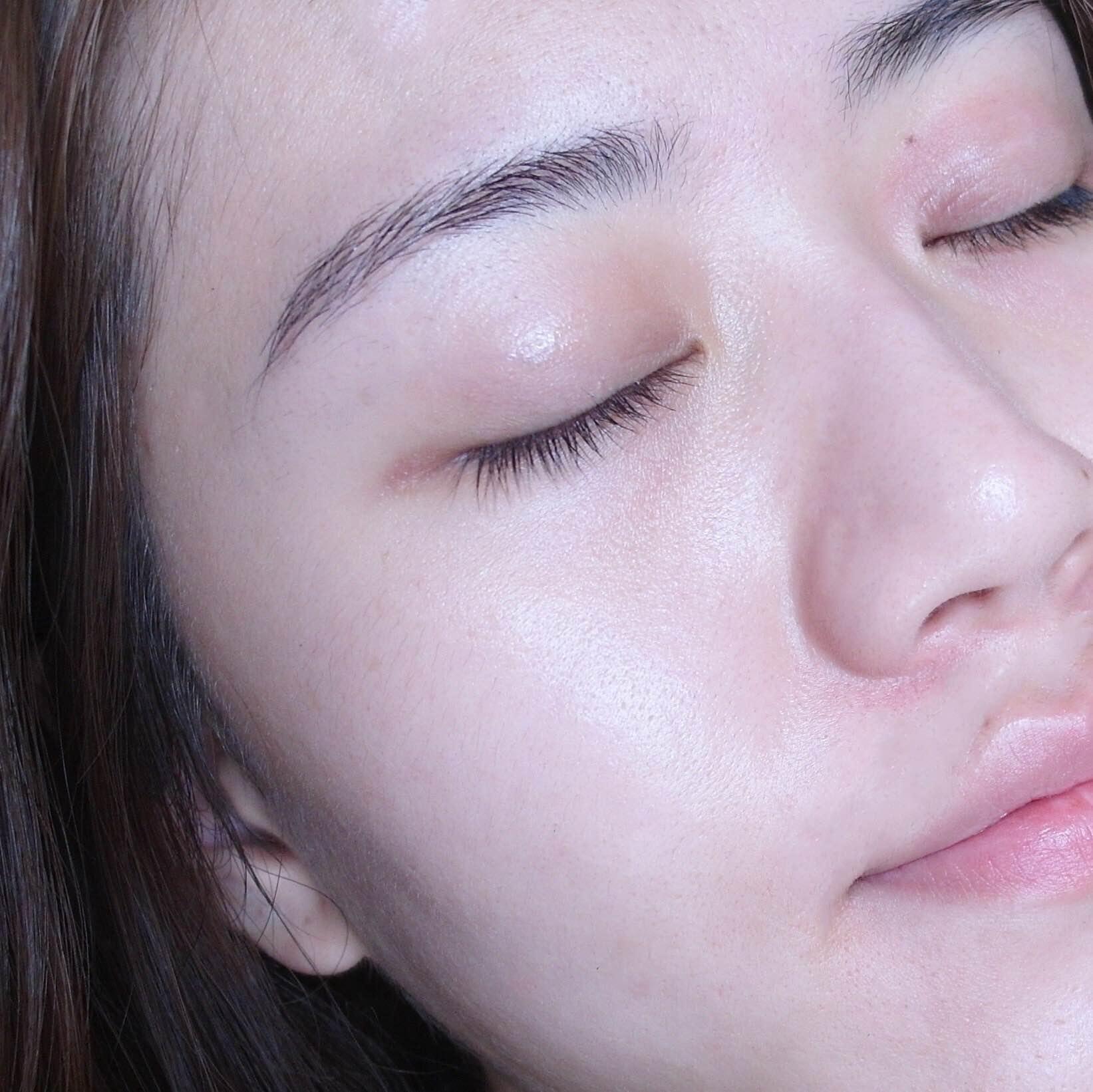 上完妝前保養後,肌膚會呈現飽水的狀態,會有自然的光澤。在上每一樣妝前保養時,在使用下個產品前,都要等前一個產品吸收後才能上下一個喔!