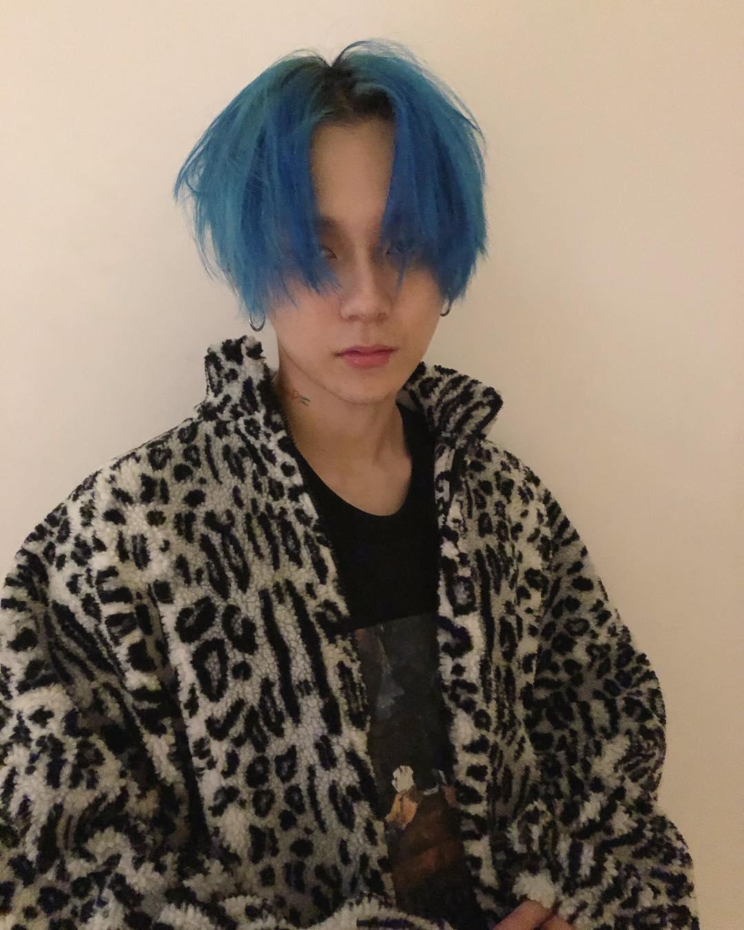 同樣也染了這個顏色的還有E'Dawn,但有沒有發覺兩人風格大不相同?因為這款髮色也很吃氣質與穿搭,如果平常對搭配有所講究的人,那麼不妨挑戰看看呢!特殊色最能帶出的就是氣場,想要成為時尚達人就千萬不要錯過!