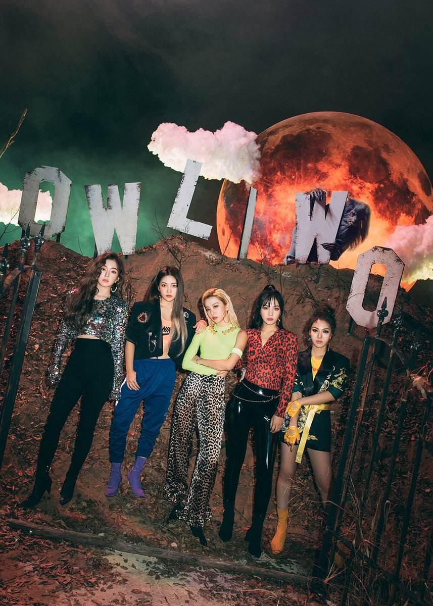 11月30日 Red Velvet 在11月的最後一天將帶著第五張迷你專輯《RBB》再次和大家見面的Red Velvet,和年初發行的正規專輯《Bad boy》相似的Girl Crush風格,也加入一點恐怖元素。日前釋出的概念照,果然是任何風格都可以駕馭的Red Velvet啊!