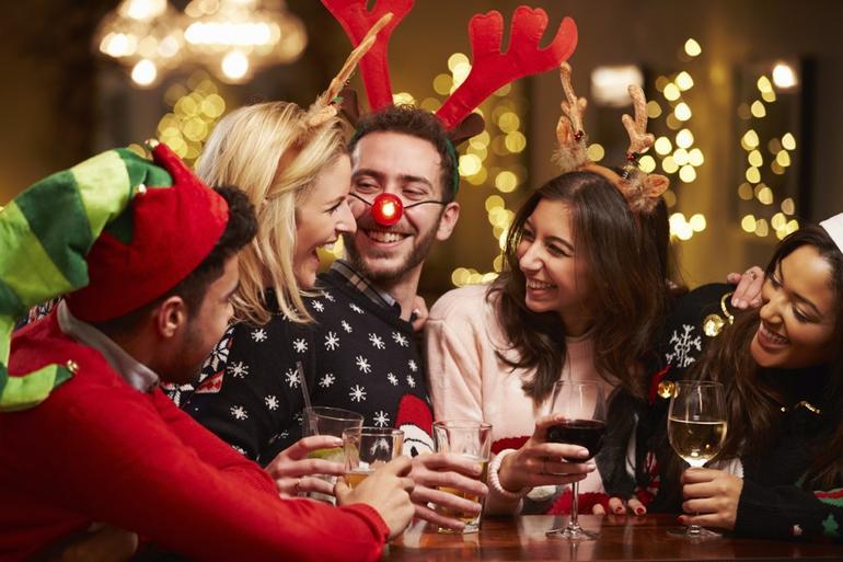 原PO表示:「聖誕節」就是要穿著色彩鮮豔的衣服去吃美味的食物,並和喜歡的人們一起舉行派對。 但另一方面,他卻沒有任何理由,每次只要快到「聖誕節」便莫名感到孤獨和寂寞。