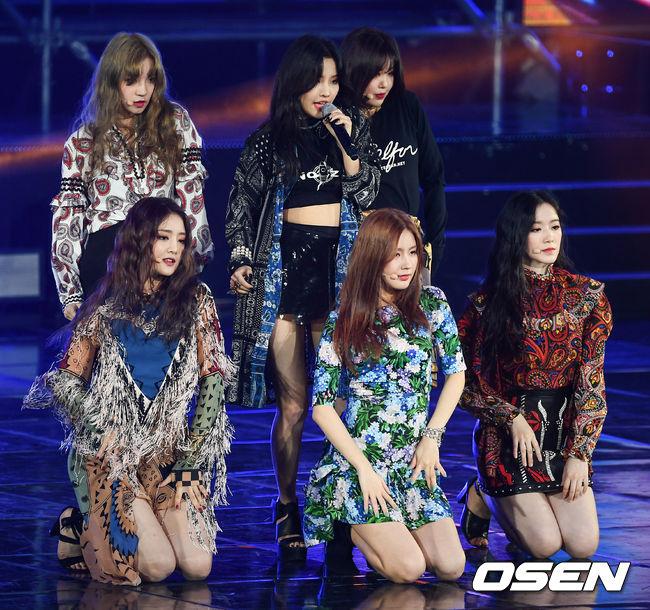 今年才出道的韓國女團 (G)I-DLE ,被預期會橫掃各大頒獎典禮的新人獎,而11月6日舉行的《MBC Plus X Genie音樂獎》也確實獲得了最佳新人獎的獎項,實力再次受到肯定