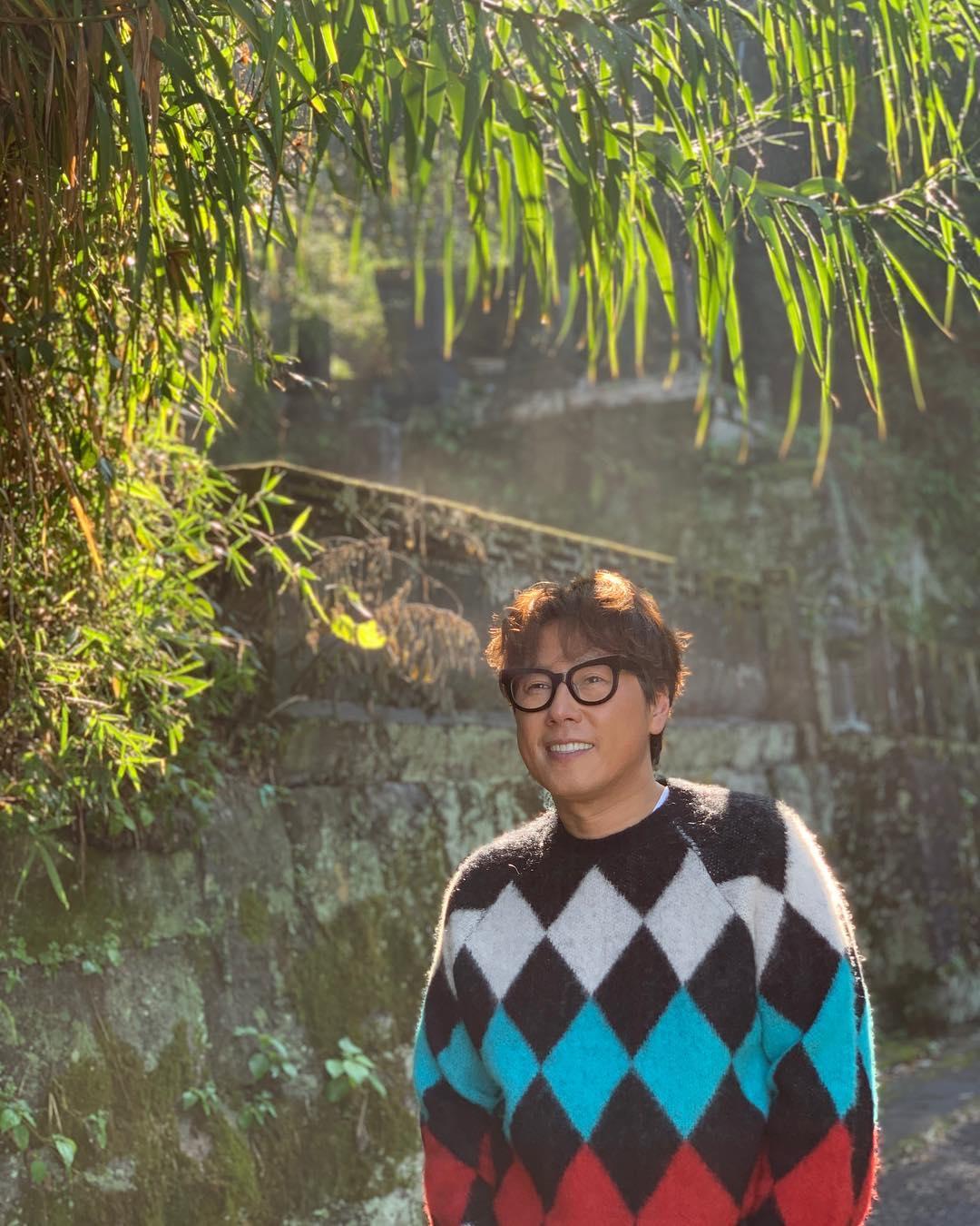 名品抒情曲製作人尹鍾信在Yuotube的全新頻道《脫穀(曲)機 ep01_BTS 第1篇》首播中,表示「已經為了防彈少年團寫好歌」,讓許多粉絲都非常震驚。