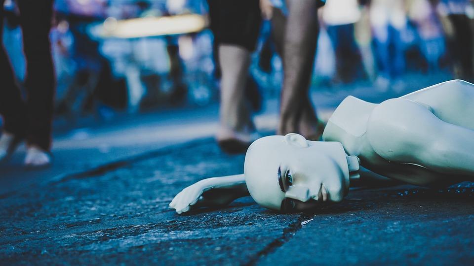 即使與三位女兒擠在小小的套房也滿足生活著的媽媽,被前夫拿刀殺害。24日放送的Jtbc新聞中再次談及,為了女兒生日出門買蛋糕的媽媽,殘忍被殺害的這起事件。