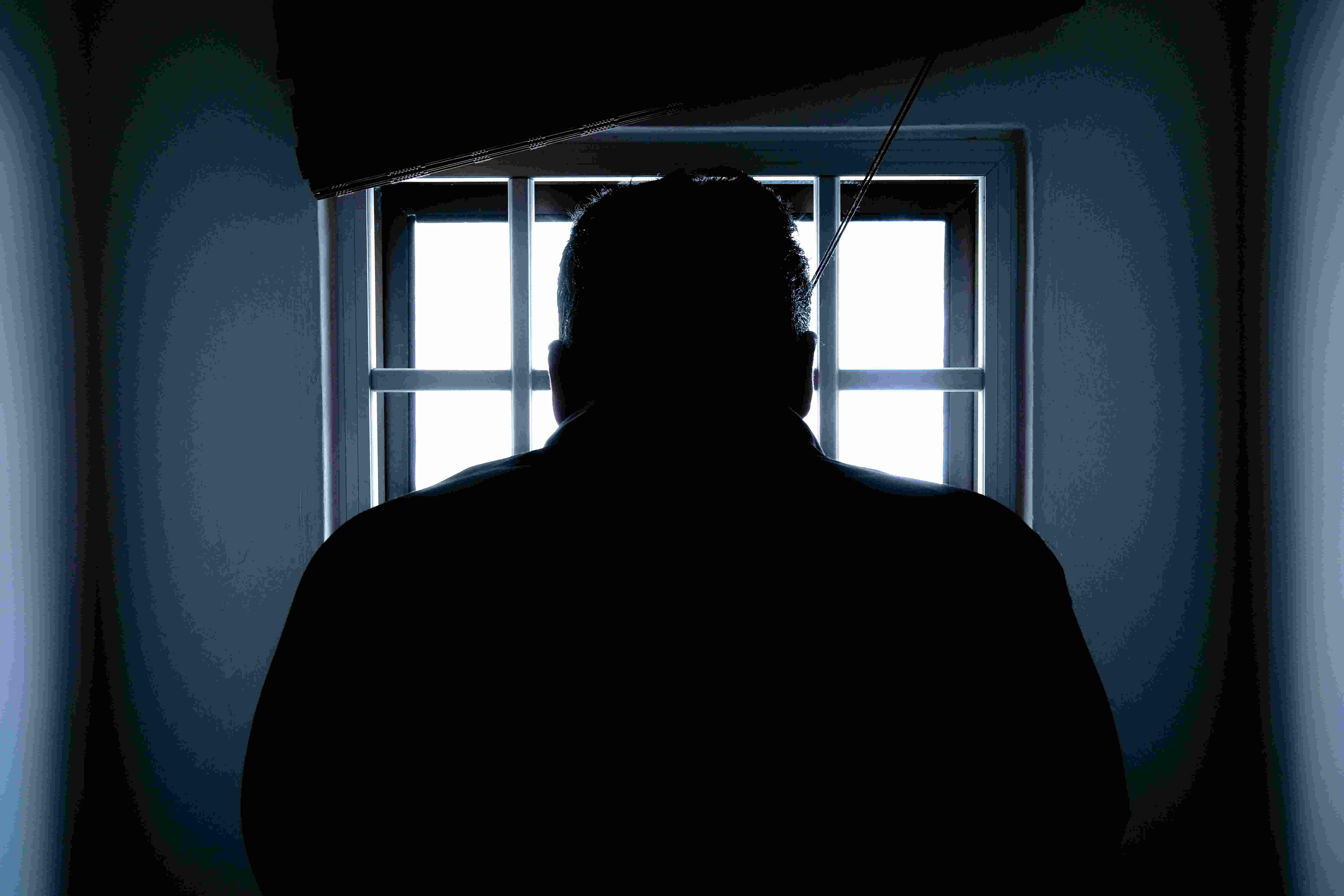 受到兒子(以下稱A)施暴致死的爸爸已70多歲,A卻只被依持續暴力的罪刑接受裁判,仁川地方法院法官以持續暴力嫌疑起訴A,宣告1年6個月有期徒刑。