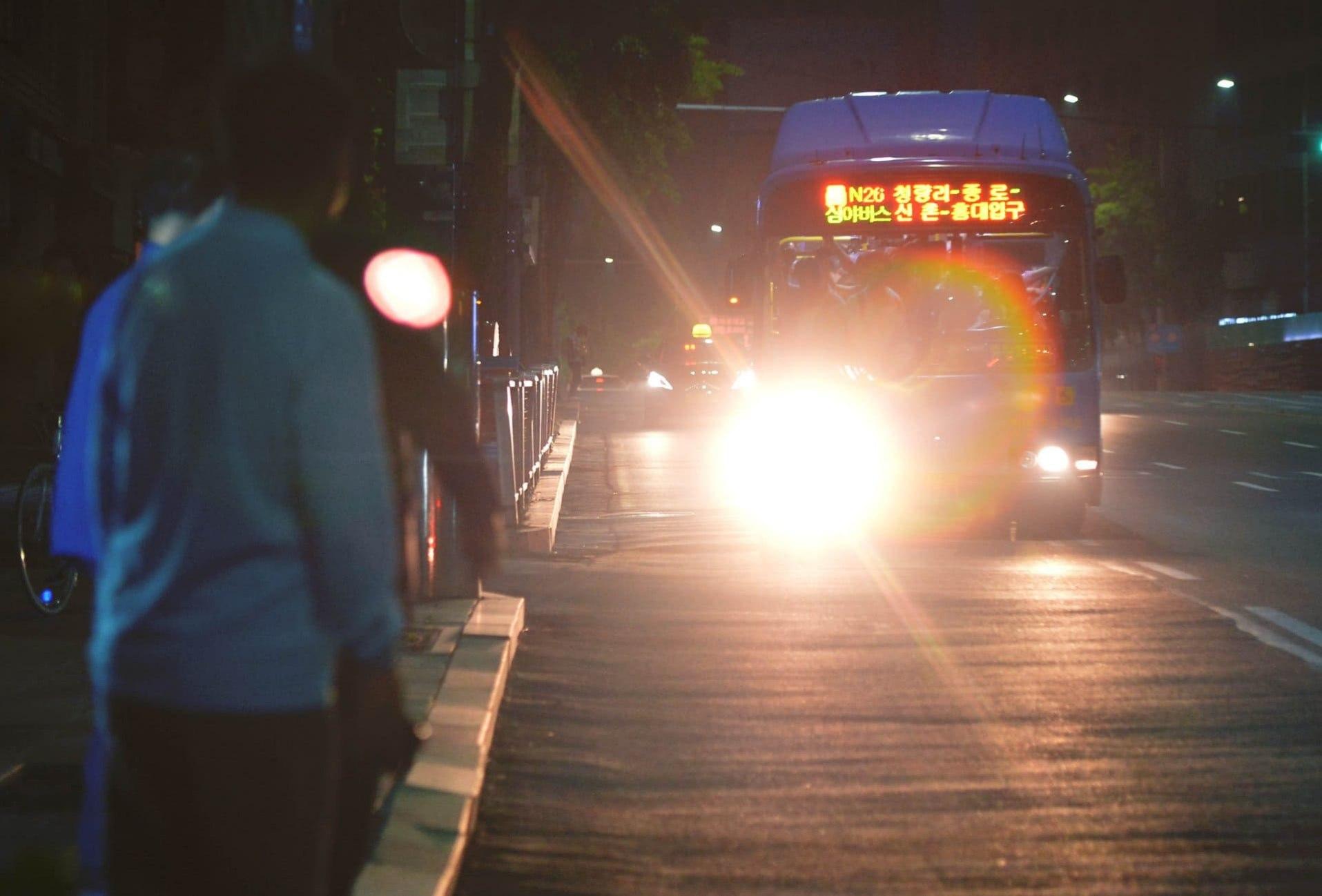 另外,在市中心的主要地區(東大門、鍾路、乙支路、首爾站等)營運的4條「貓頭鷹公車」(N13、N15、N16、N26),各路線都將多增加兩台公車運行。增加之後,原本圍繞著市中心的「貓頭鷹公車」的配車間隔將縮短,12/25聖誕節那天也照常運行。