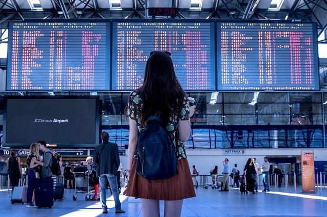 25日早晨, 預計抵達金海機場的Air Busan(釜山航空)班機,因氣象惡化,有9班班機決定返航。因為這個關係,乘客們只能在機內等待5-7個小時。經過長時間等待,某些乘客開始出現身體不適的狀況。