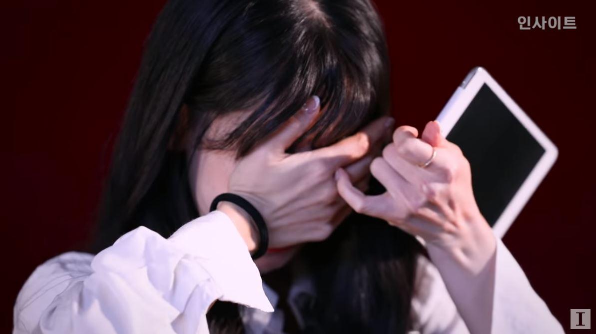 突然得到這麼多人的關注,也讓Eunsol壓力不小。由於Eunsol是屬於會把留言全部讀完的類型,在眾多留言中惡評其實也不少,Eunsol就表示自己曾經因為這些惡評受傷過,不過隨著時間過去、年紀也變大讓Eunsol漸漸對這些事情釋懷,但回想起來還是忍不住掉下眼淚ㅠㅠ