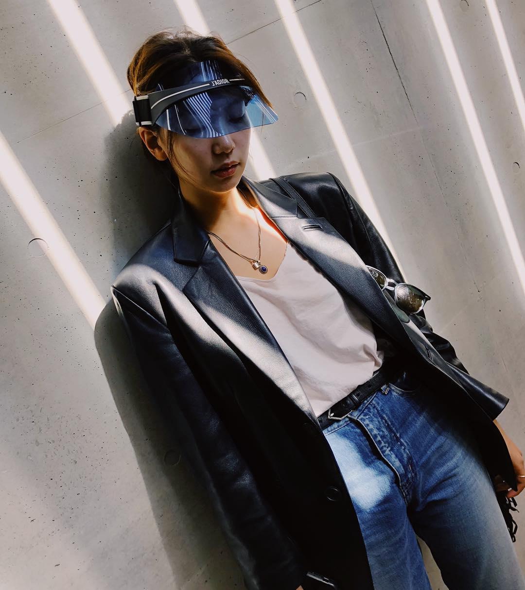 接下來要介紹的是韓國新一代模特李浩靜~年紀輕輕的她早已出演過不少MV和電影(K.Will、勝利、菜鳥警校生...等),平常穿搭風格非常多樣,可以說是現代流行的Icon指標~