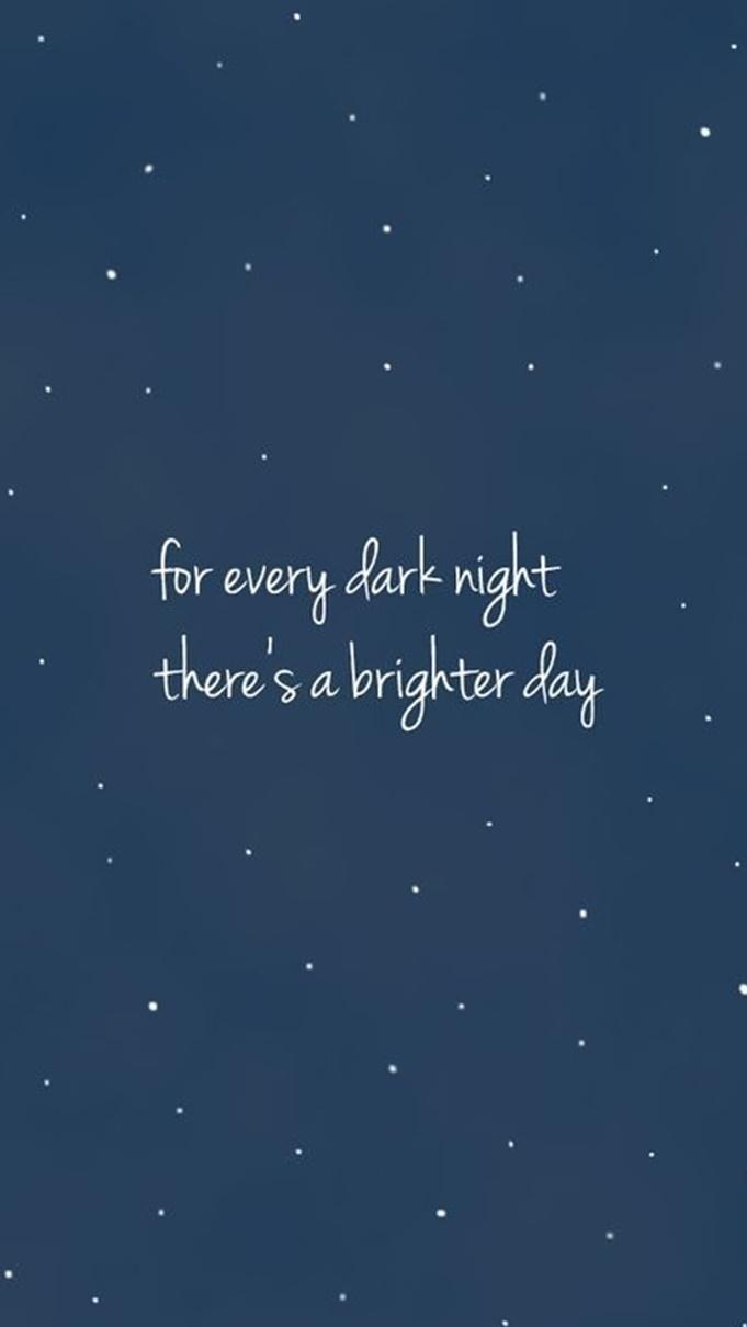 或者是帶有一點童心,利用藍白點點配上非常簡單的字句,告訴你,不要怕黑暗。