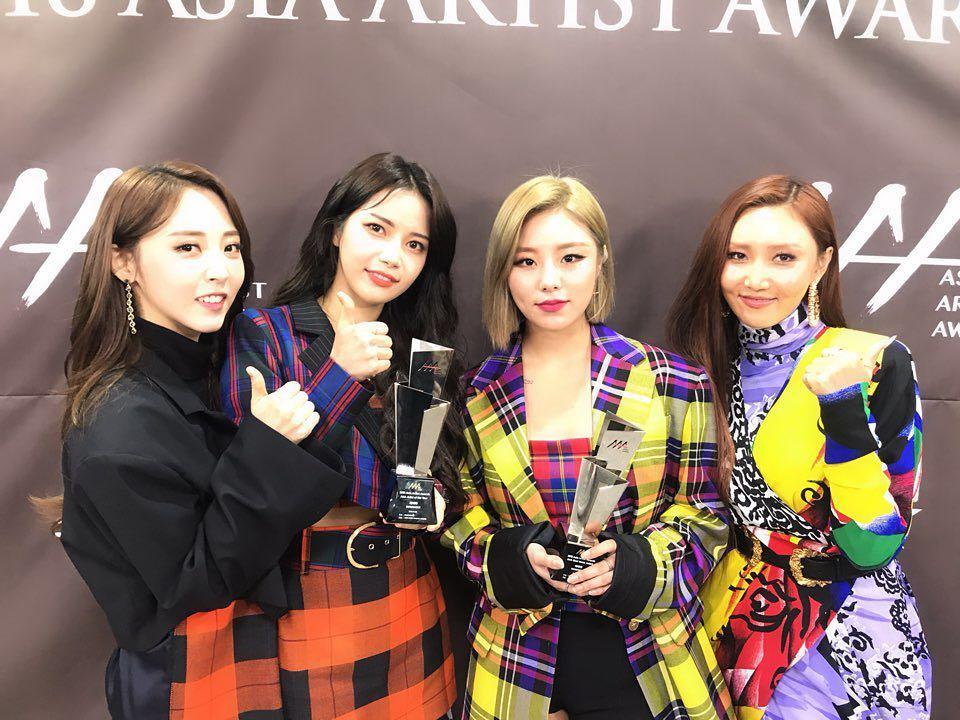 日前 MAMAMOO 也出席了在首爾舉辦的《AAA》頒獎典禮並抱回包含年度藝人、最佳音樂等兩項大獎!