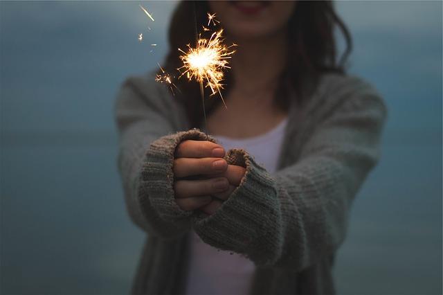 今年已經在倒數了,大家有什麼想做卻還沒實現的事呢?有人滿心期待新的一年、也有人比往常感到更憂鬱......根據美國醫療網站Web MD,在年末年初時,容易「假期憂鬱(Holiday blues)」的原因有5個!