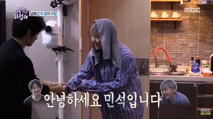 曾在《被子外很危險》中一起出現三位名字一模一樣Kim Min Seok(김민석),滑冰選手金玟錫、演員金玟錫、EXO成員XIUMIN(本名金珉錫)引起大家爆笑,節目中還被直接稱做「三玟錫」XD